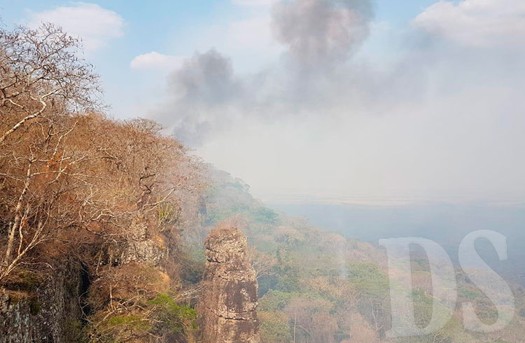 Fumaça vem de incêndio ocorrido na Serra